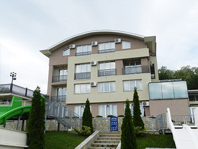 top hill apartmani