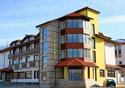 HOTEL-ICEBERG-BANSKO-SKIJANJE-U-BANSKOM-BUGARSKA-BANSKO-ZIMA-SKI-AND-SUN